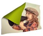 coperta raffigurante un bambino con megafono